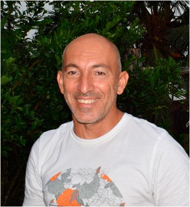 Javier Bringas  - 50 posturas que cambiarán tu vida | Yowe